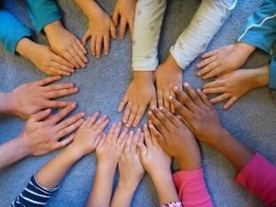 Kinderhände - Kindergarten Purzelbaum